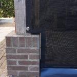 Windbreekgaas op tuinhuis detail